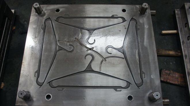 Пресс-форма для литья вешалок