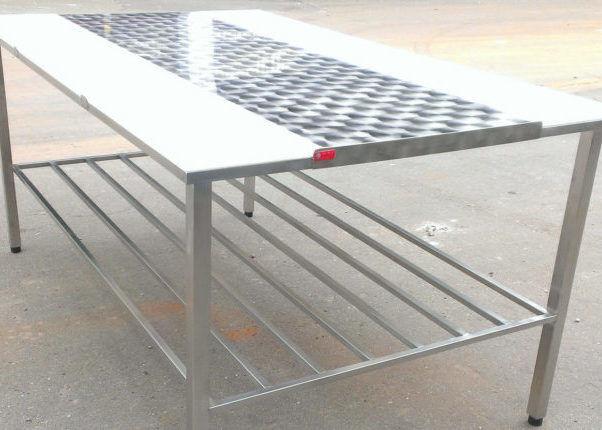 Специальный стол для обваливания мяса