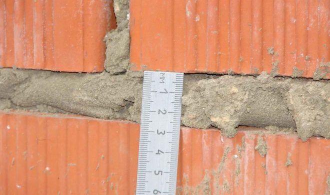 Зазор между кирпичами – три сантиметра