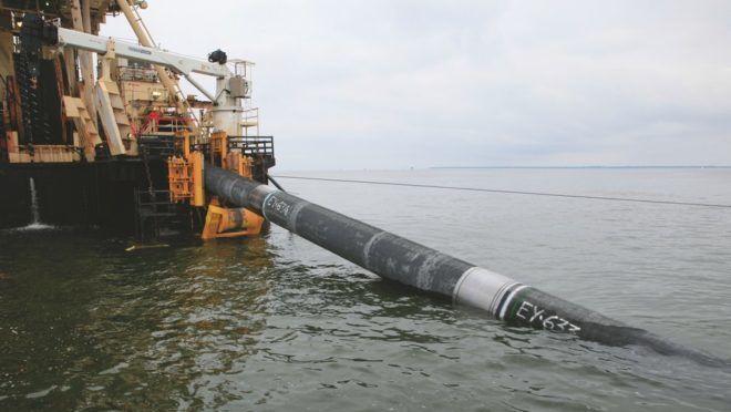 Установка трубопроводов на морском дне