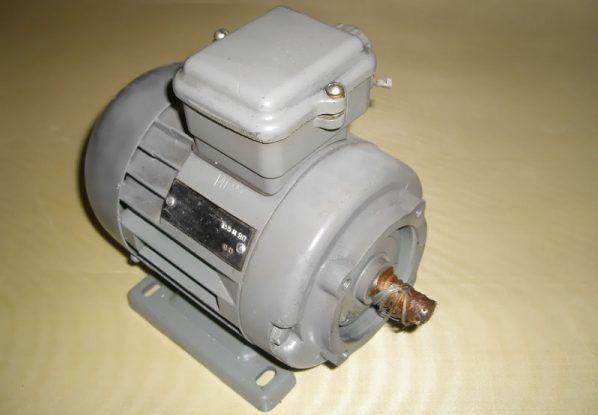 Электродвигатель с номинальной мощностью 0,18 кВт