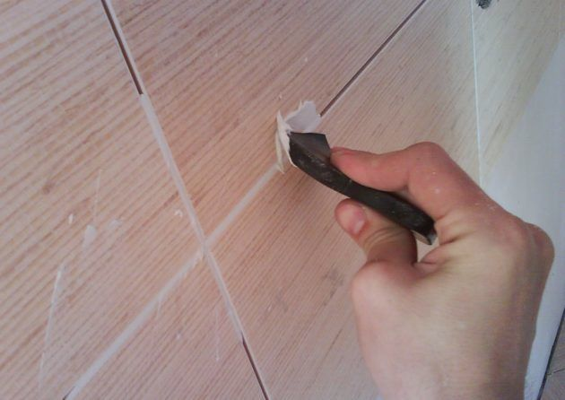 Обработка швов на плитке