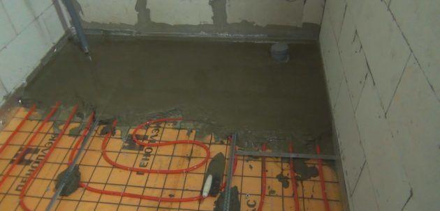 После укладки и проверки работоспособности теплого пола необходимо произвести бетонную стяжку
