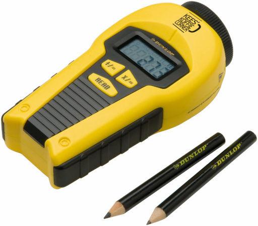 Рулетка и строительный карандаш