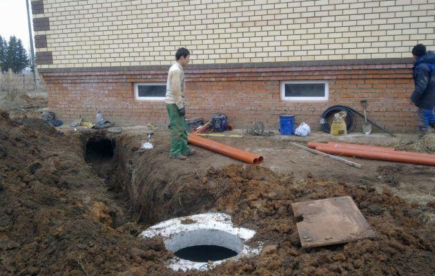 Самостоятельный монтаж канализации требует больших трудо и время затрат