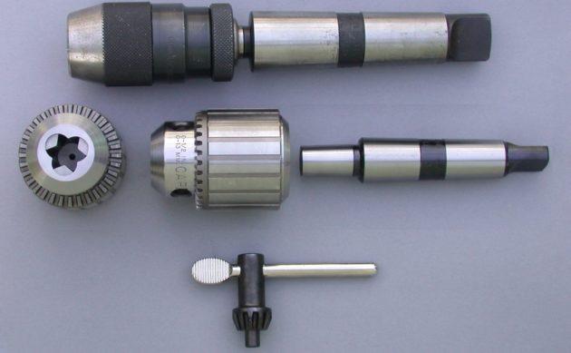 Сверлильный патрон с концевым механизмом