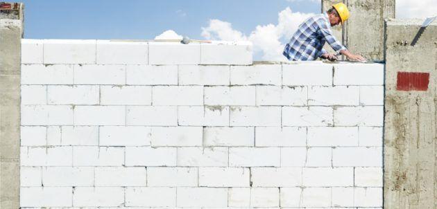 Возведение стены с применением строительных блоков