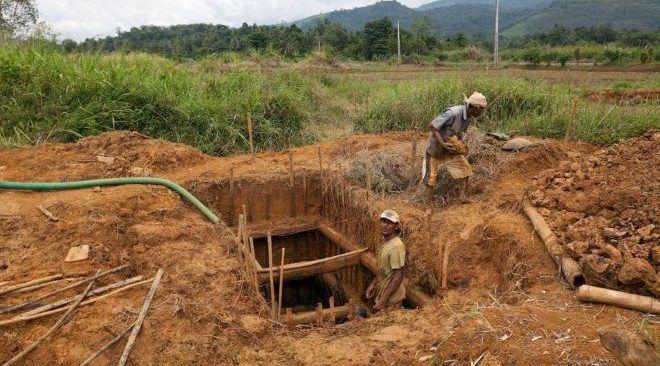 Добыча драгоценных камней на Шри-Ланке