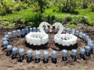 Использование пластиковых бутылок для декора