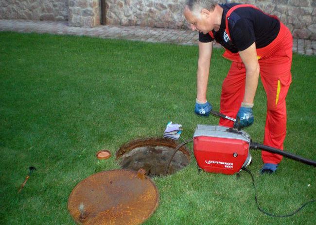 Механическая очистка труб канализации