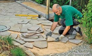 Начало укладки природного камня
