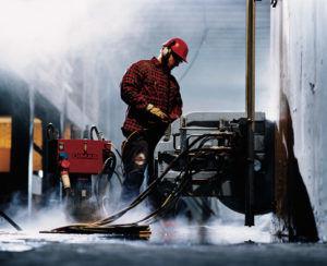 Алмазная резка применяется при разборке и реконструкции зданий
