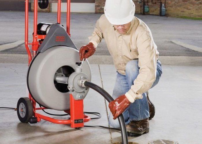 Прочистка канализации при помощи аппарата высокого давления