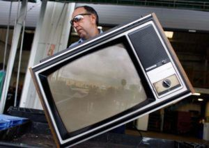 Телевизоры сдают в ломбарды