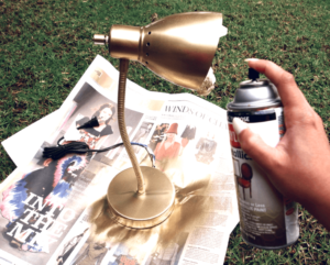 Декорирование лампы бронзовой краской
