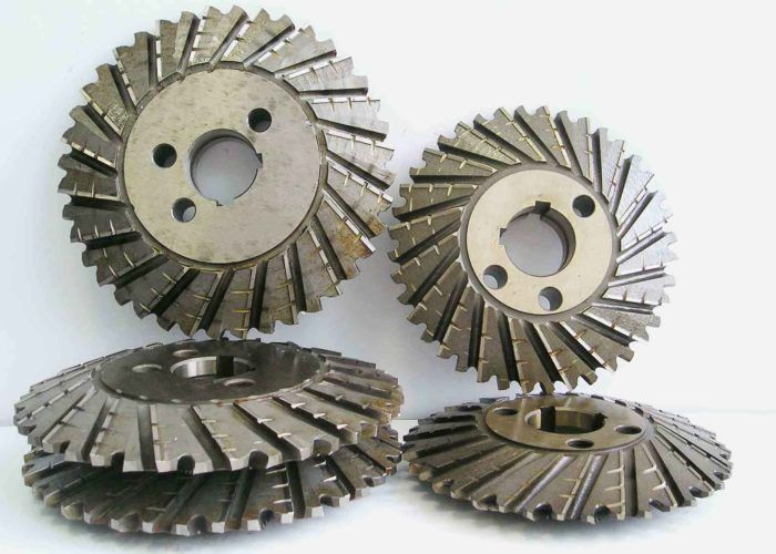 Зубчатый диск с режущими кромками