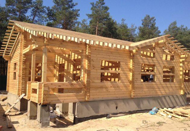 Профилированный брус с толщиой 200мм. используется в строительствах домов