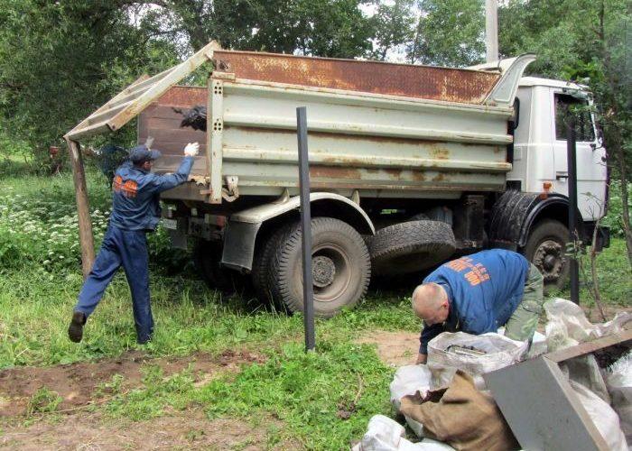 Изображение - Закон о вывозе мусора в частном секторе Uborka-stroitelnogo-musora-700x500